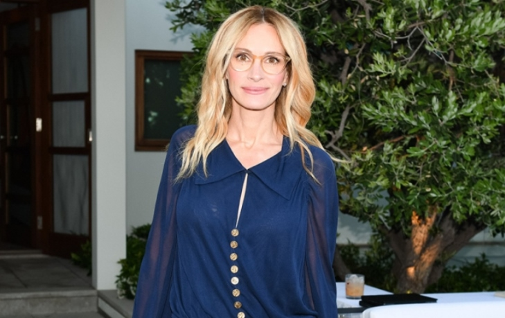 Mandatory Credit: Photo by Billy Farrell/BFA/REX/Shutterstock (9699593ci) Julia Roberts Chanel NRDC dinner, Inside, Los Angeles, USA - 02 Jun 2018