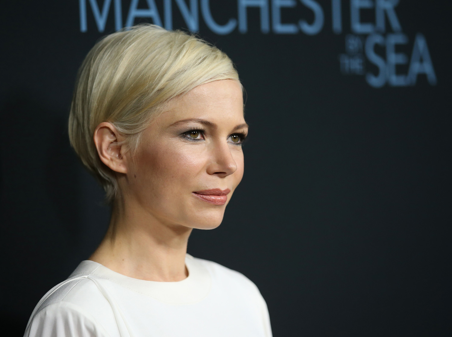"""BEVERLY HILLS, CA - NOVEMBER 14: Actress Michelle Williams attends the premiere of Amazon Studios' """"Manchester By The Sea"""" at Samuel Goldwyn Theater on November 14, 2016 in Beverly Hills, California. (Photo by Phillip Faraone/Getty Images)"""