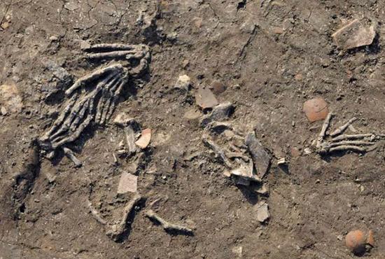 کشف دستهای بریده غولپیکر در مصر!